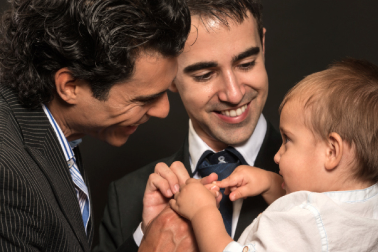ゲイカップルにも血縁関係にある子供ができるかも?