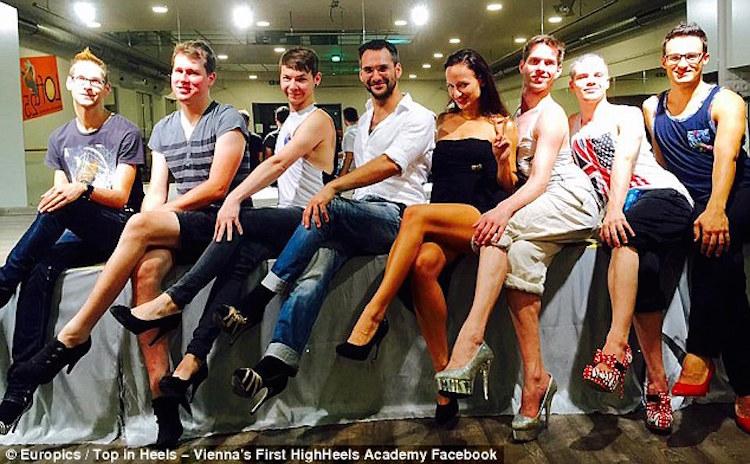 メンズヒールが流行る?オーストリアで「男の為のヒール教室」が開講1