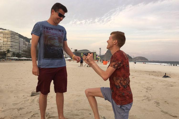トム・ボスワースがプロポーズ